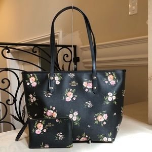 Nwt Coach floral city zip tote & wristlet